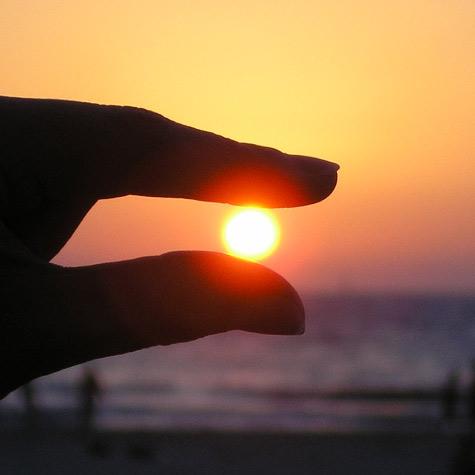 enqs-hand-sonnenenergie-sun